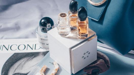 日本人は香水嫌い?!あなたの魅力を120%引き出す「香りの選び方」と「香りのまとい方」とは